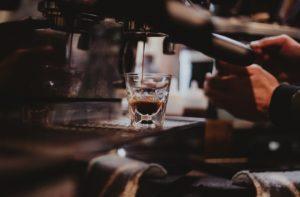 Opmars van de koffiebar